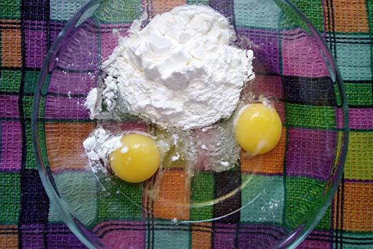 крахмал добавить к яйцам