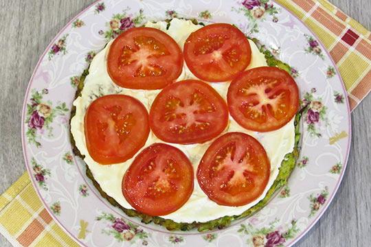 выкладываем кружки помидор