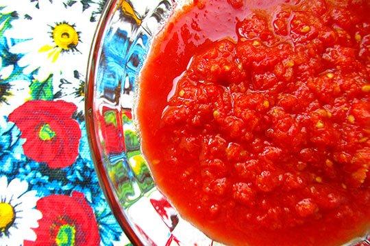 томаты перетереть и проварить