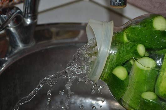 слить воду