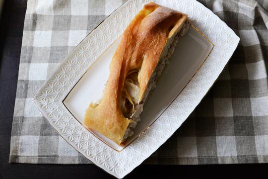 пирог с рыбой готов