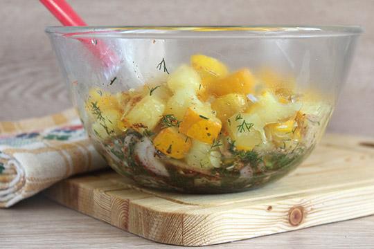 выложить в салатник кабачки