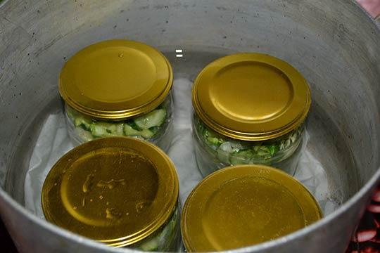 простерилизовать банки с салатом