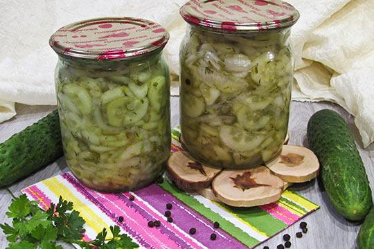 салат нежинский из огурцов готов