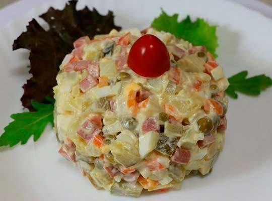 рецепт Оливье со свининой