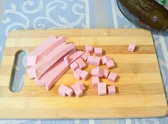 вареная колбаса кубиками