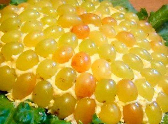 Салат с виноградом на Новый год