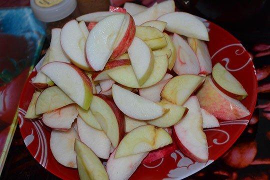 яблоки порезать дольками