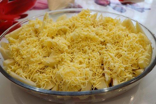 притрусить тертым сыром