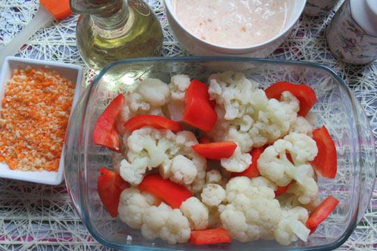 в форму выложить капусту и перец